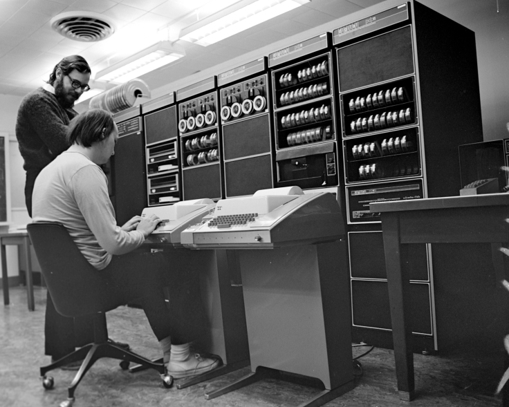 Ken_Thompson_(sitting)_and_Dennis_Ritchie_at_PDP-11_(2876612463).jpg